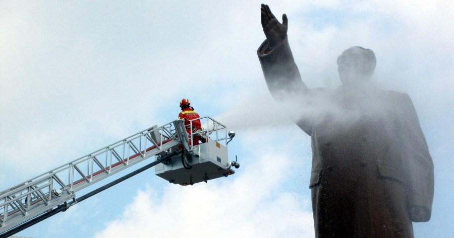 沈阳消防登云梯清洗毛主席雕像