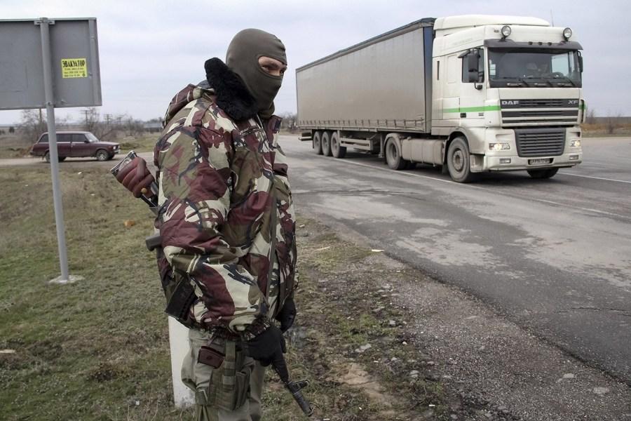 乌克兰军队向克里米亚交界地区集结