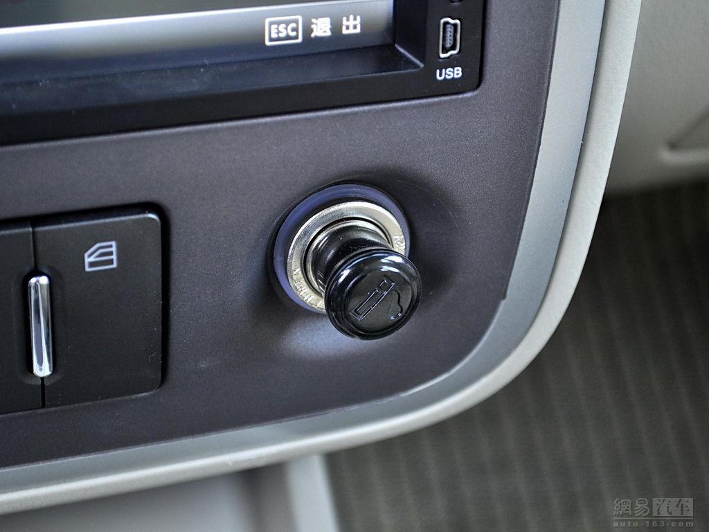 众泰5008 EV电动车 后排座椅放倒 右侧拍摄 网易汽车高清图片